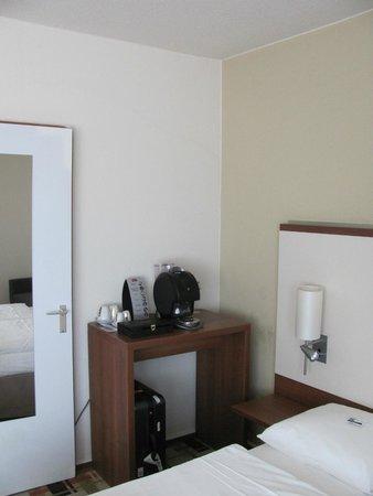Mercure Hotel Freiburg am Münster: Room 523-coffee machine