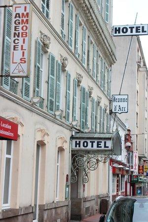 Hotel Jeanne d'Arc: Street frontage