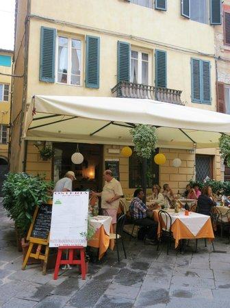 Location of Osteria da Rosolo in a small courtyard