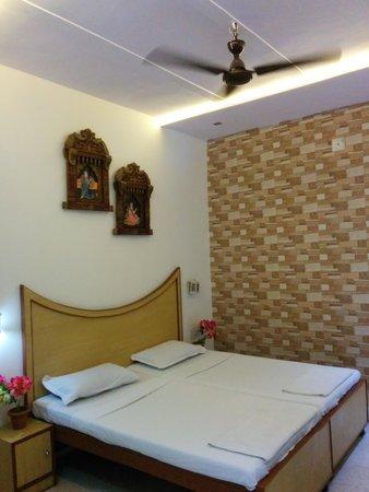 Tourists Rest House: excellent non air con room