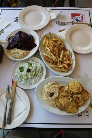 Platanos Restaurant: Meze of starters, Beetroot, Skordalia, Tsatsiki, Fried Zuccini and Chips ...