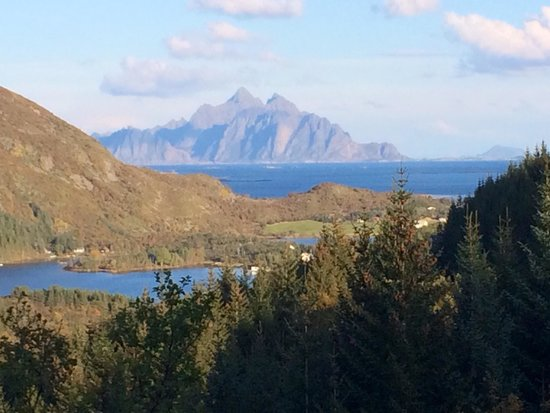 Stamsund, Noruega: The guesthouse just by the lake