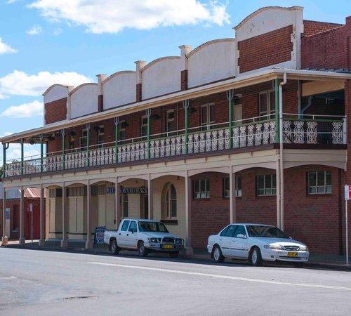 Gilgandra, Australia: side entry