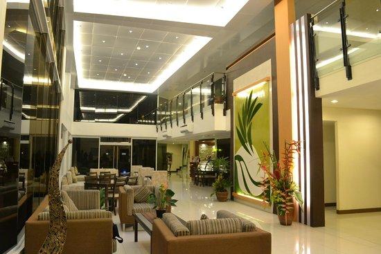The Ritz Hotel At Garden Oases: Hotel Lobby