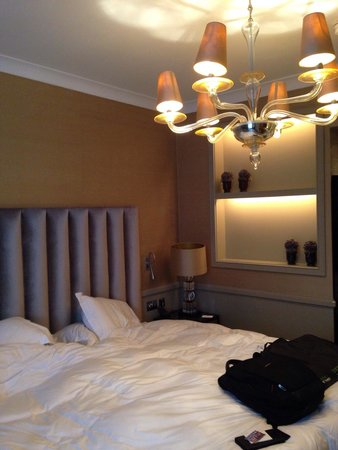 St. James's Hotel and Club : Tiny rooms