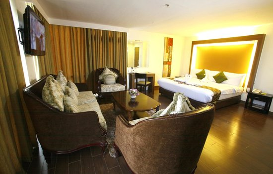The Ritz Hotel At Garden Oases: Suite Room