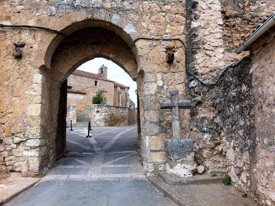 Arco y Puerta de Entrada a la Villa
