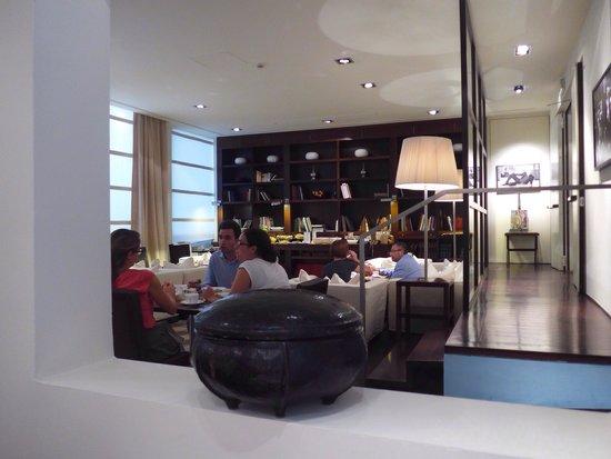 Gallery Hotel Art: Breakfast area