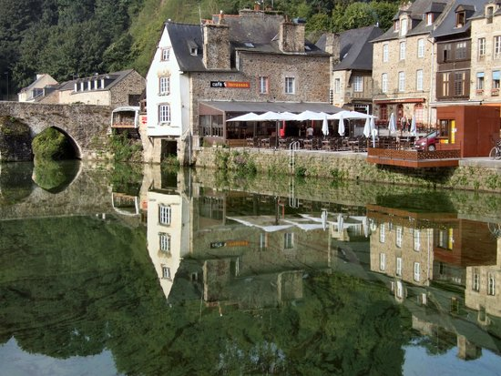 Mercure Dinan Port : River Rance near the hotel. Looking across the river.
