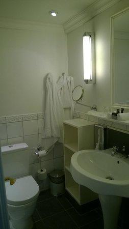 Copenhagen Plaza Hotel: Old styled bathroom