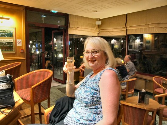 Mercure Dinan Port : Hotel bar, very nice.