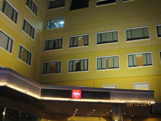 Hotel Ibis Yogyakarta Malioboro: hotel facade