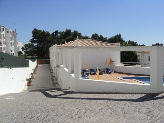 Albufeira Mar Vilas: view from the entrance to the vilas
