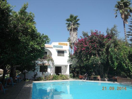 Oasis Hotel Bungalows Rhodes: Территория цветущая и ухоженная