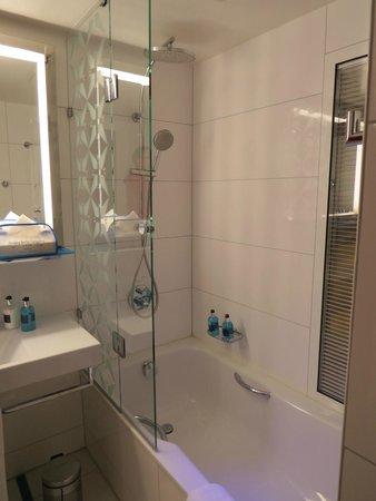 Pestana Berlin Tiergarten : Bathroom