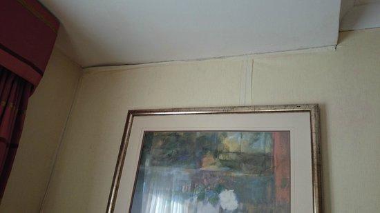 Hilton Milton Keynes : masking taped damp wallpaper