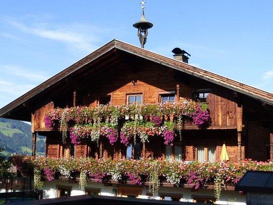 Der Berghof : A typical farmhouse