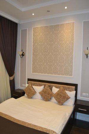 Leningrad Hotel: Кровать