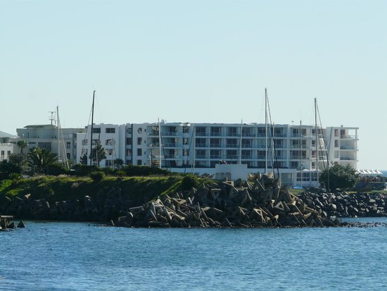 Radisson Blu Hotel Waterfront, Cape Town: View of the hotel from Waterfront mall