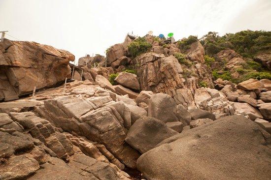Moon Dance Magic View Bungalow: onderaan de rotsen