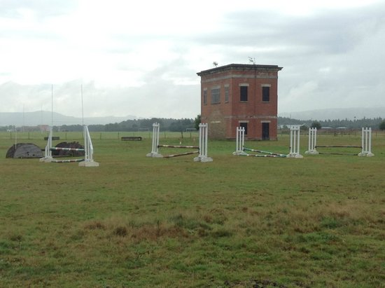 Scottish Equestrian Hotel: Jumps in the clock tower paddock