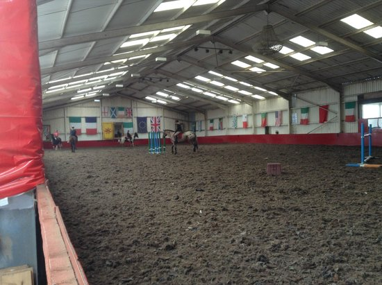 Scottish Equestrian Hotel: Indoor (it is MASSIVE)