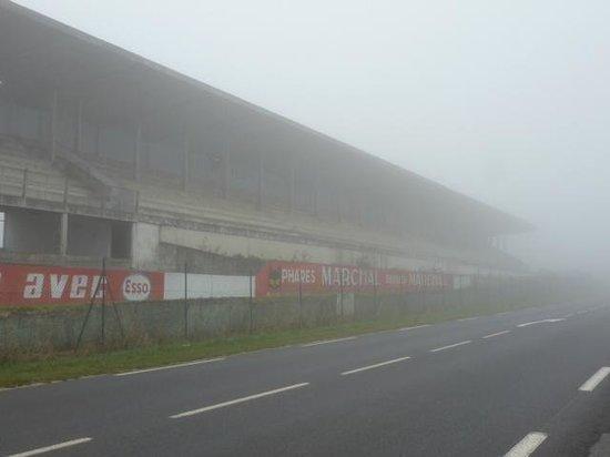 Logis au Tambour: Gueux race circuit