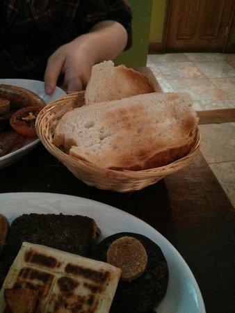 Shenanigans Irish Cafe: Bloomer toast