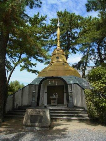 Zentsu-ji Temple : パゴダ供養塔