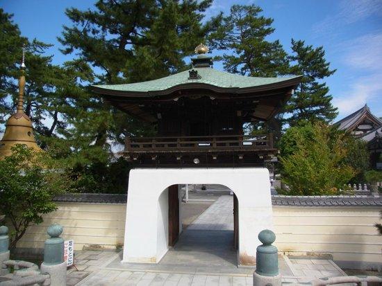 Sohonzan Zentsuji Temple: 唐風の山門