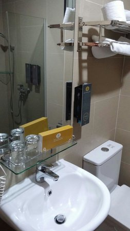 Santa Grand Hotel Bugis: Superior Queen Bathroom