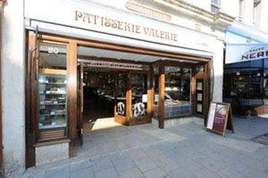 Patisserie Valerie: Bath store front