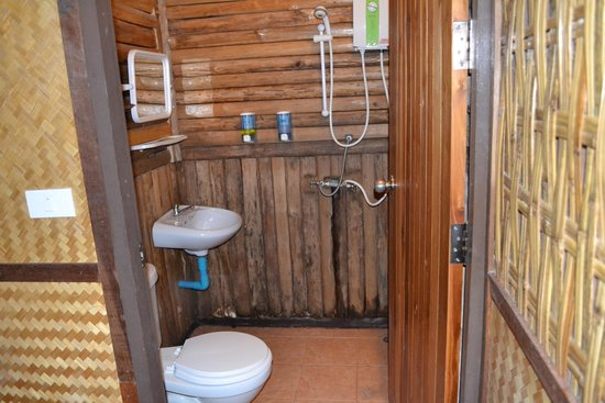 salle de bain...rustique - Photo de River Kwai Jungle View, Sai Yok ...