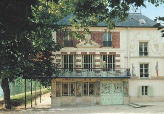 Chatou, France : Façade de la Maison Fournaise