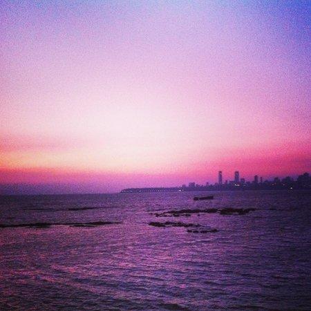 Marine Drive (Netaji Subash Chandra Marg/Queen's Necklace): View from marine drive during sunset