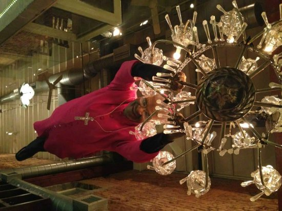 Savoy Cabbage: il lampadario con il Cardinale