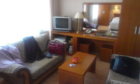 Tourist Hotel: зал