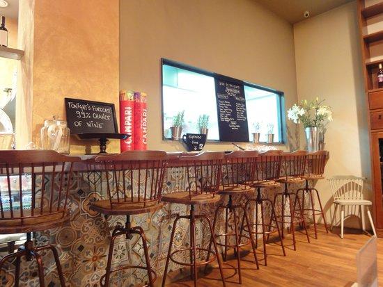 Bokeria Kitchen & Wine Bar: Bar