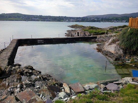 Waters Edge Accommodation: sea water swimming pool
