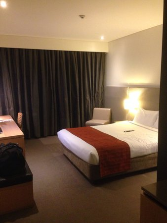 Eastern Creek, Αυστραλία: Decent size queen room but pretty standard content.