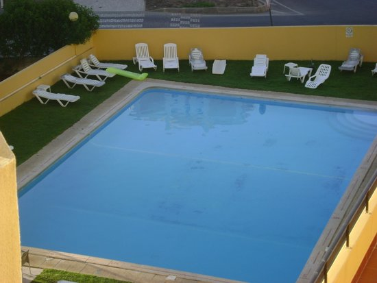 Apartamentos Clube dos Arcos: The pool view from our room on 3rd floor