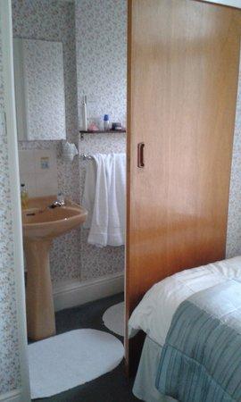 Aveland House: view of bathroom
