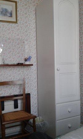 Aveland House: wardrobe