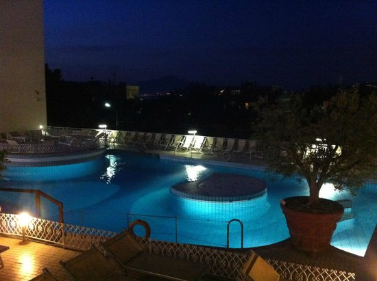 Conca Park Hotel: Pool by night