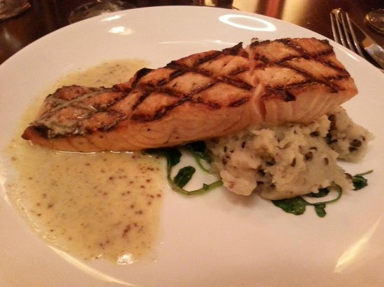 Napa at Hyatt Regency Orlando : salmon w/ tatoes & greens