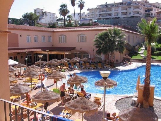 HOTEL BAHIA TROPICAL: Pool området