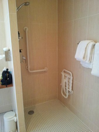 BEST WESTERN Montmartre Sacre-Coeur: Shower room/bathroom