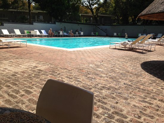 Cresta Sprayview Hotel: By the pool
