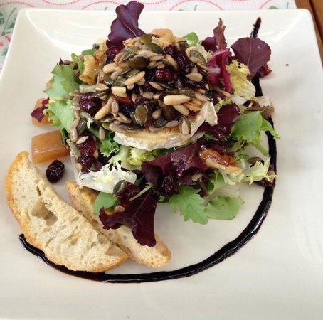 La Chirusa: Salade de chèvre chaud