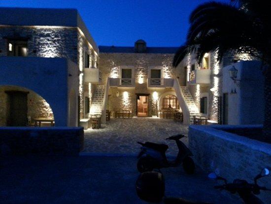 Yialos Ios Hotel: esterno notte